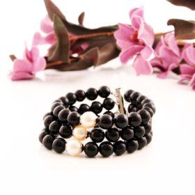 енергийна черна Гривна Black Pearl с перли и с оникс за щастие и за защита ръчна изработка